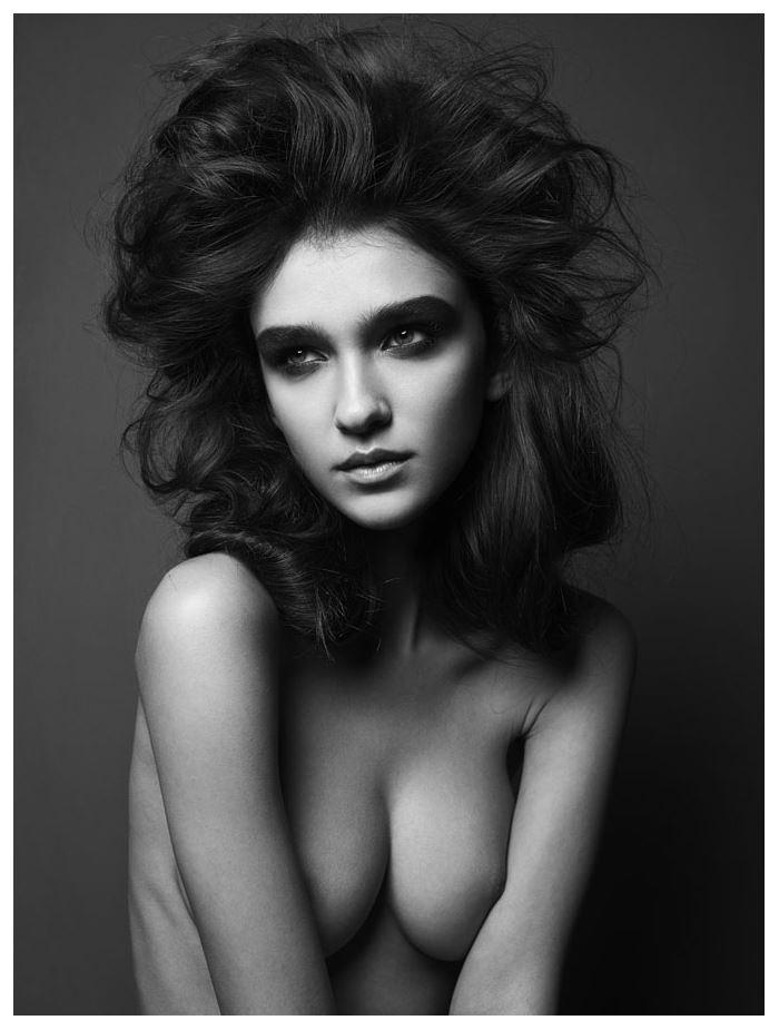 【外人】鋭い眼光に惹き込まれるポーランド人モデルのポーラ・バルチンスカ(Paula Bulczynska)のセクシー巨乳おっぱいポルノ画像 615