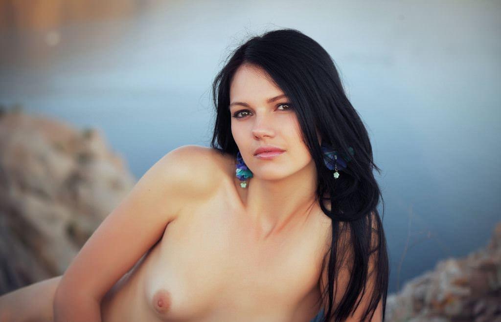 【外人】黒髪で超絶かわいいウクライナ人Desireeのおまんこ青姦したくなるポルノ画像 6152