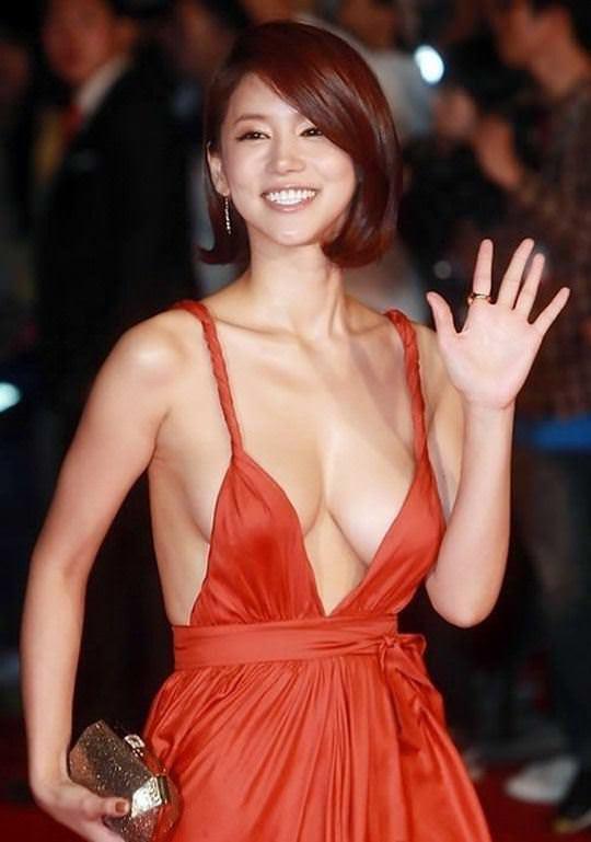 【外人】韓国女優のオ・イネが巨乳で谷間を強調してるポルノ画像 6243