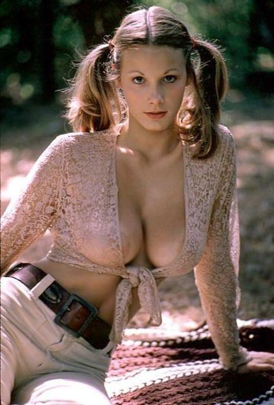 【外人】おさげやポニーテールの海外美少女が全開でおまんこ披露するやたら可愛いポルノ画像 6266