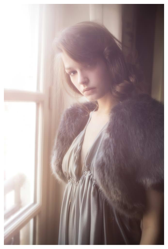 【外人】女性写真家ヴィヴィアン・モクが映し出す芸術的なセミヌードポルノ画像 667