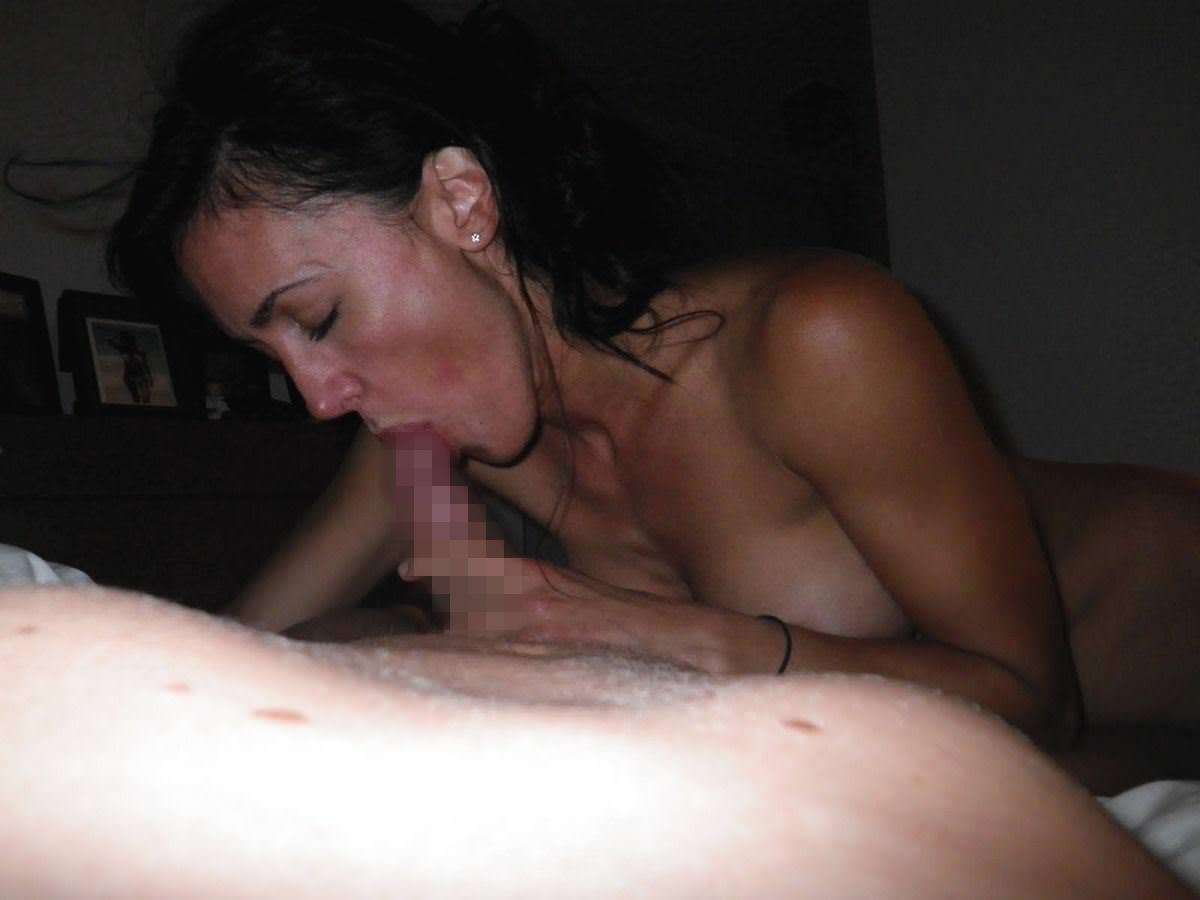 【外人】旦那の趣味でパイパンまんこやフェラしてる姿を撮られた巨乳人妻のポルノ画像 687