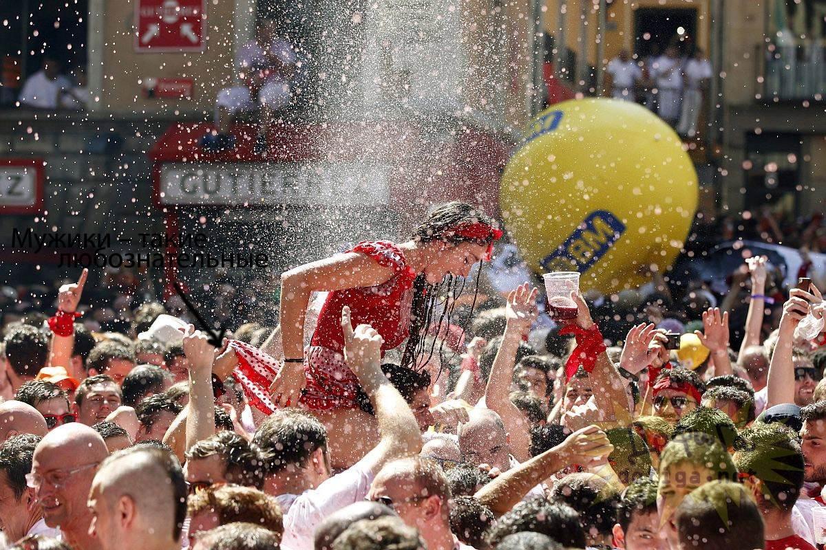 【外人】スペイン3大祭りで男も女もテンション上げまくりでおっぱいポロリしまくるポルノ画像 7119