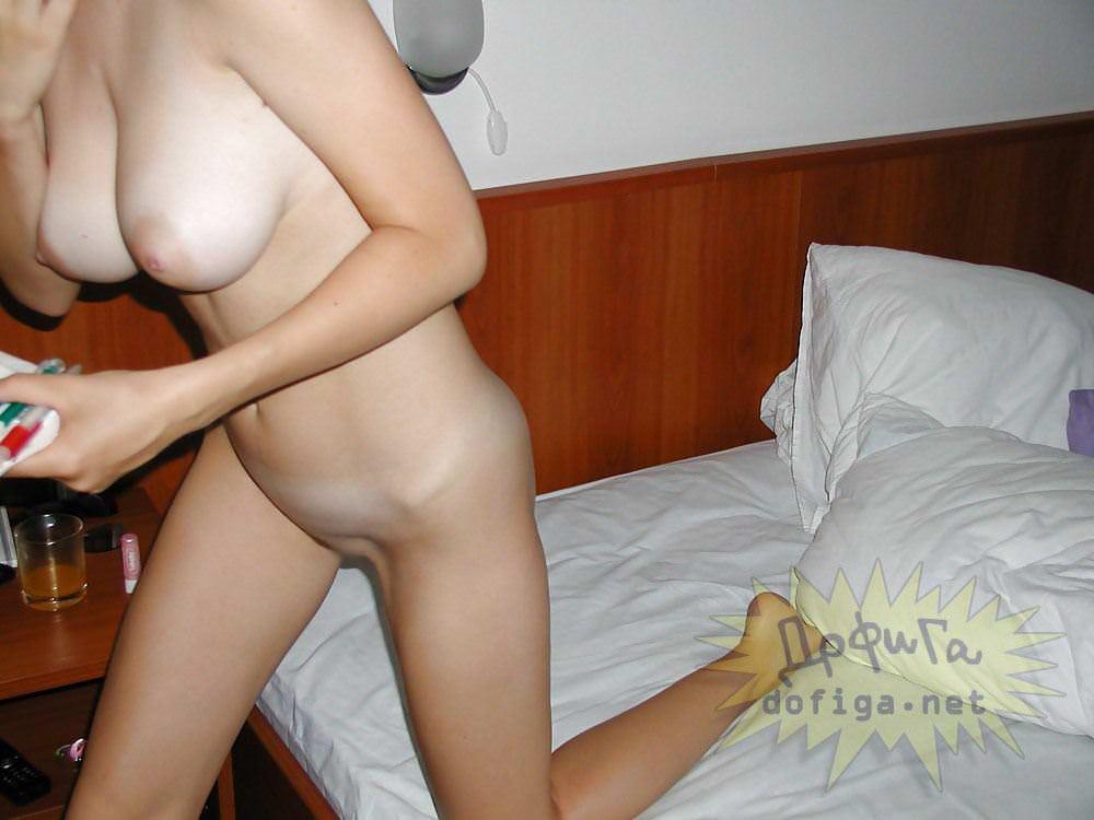 【外人】素人の白人巨乳娘がおっぱい記念撮影しまくってるポルノ画像 7124