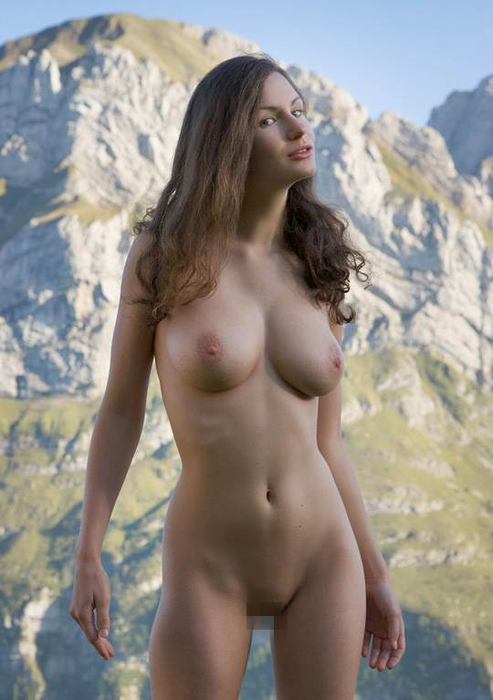 【外人】ドイツ人スーザン(Susann)がりんごやラベンダーと戯れる野外露出のフルヌードポルノ画像 7126