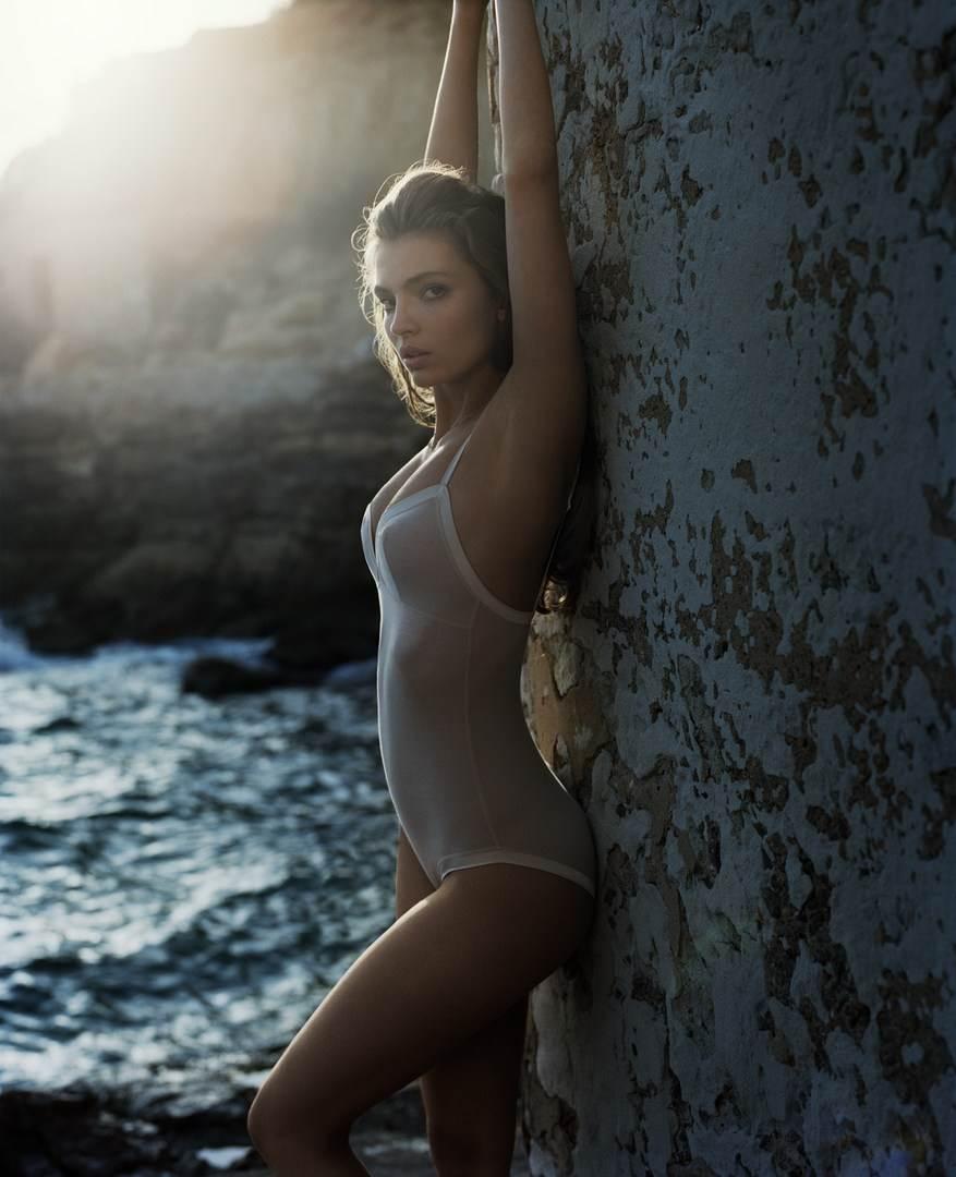 【外人】ドイツ出身モデルのカローラ・レーマー(Carola Remer)が魅惑のボディーを見せつけるセミヌードポルノ画像 7127