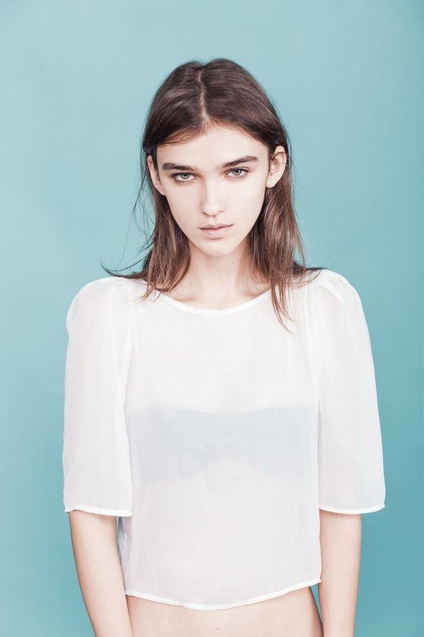 【外人】鋭い眼光に惹き込まれるポーランド人モデルのポーラ・バルチンスカ(Paula Bulczynska)のセクシー巨乳おっぱいポルノ画像 715