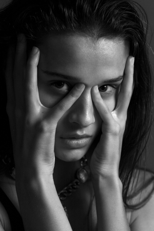 【外人】リサ・ソトニコブ(Lisa Sotnikov)が醸し出す妖艶なセミヌードポルノ画像 7182