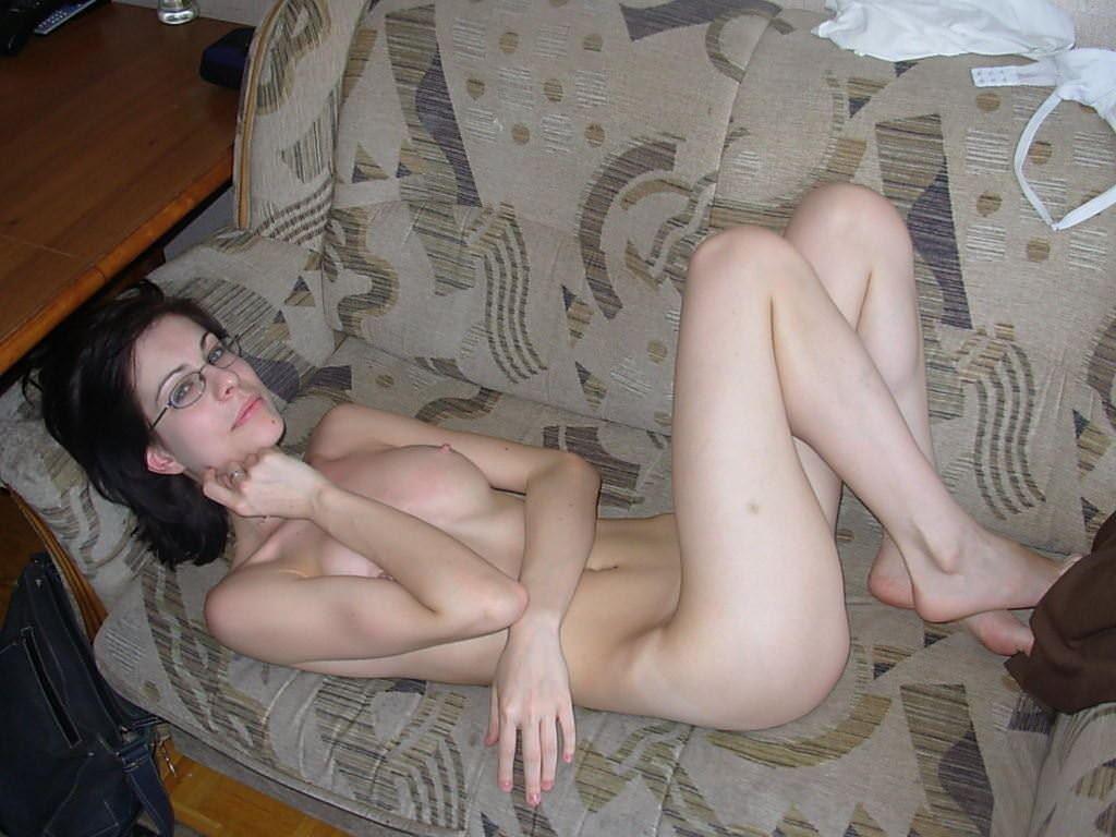 【外人】海外の素人女子メガネっ娘が自画撮りしておっぱい晒すポルノ画像 7218