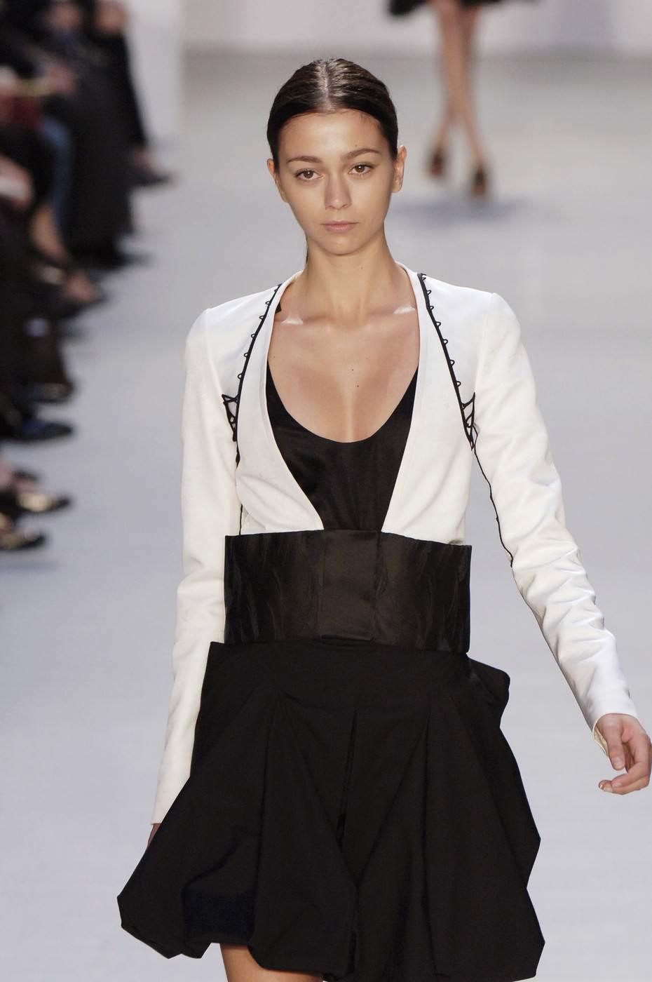 【外人】真木よう子に激似のフランス人モデルのモルガン・デュブレ(Morgane Dubled)乳首もろ出しでキャットウォークしてるポルノ画像 741