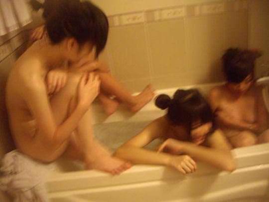 【外人】韓国の激カワ美少女がホテルではしゃぐ全裸ヌードのポルノ画像 759