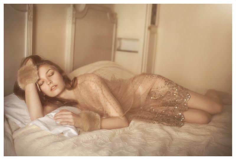 【外人】女性写真家ヴィヴィアン・モクが映し出す芸術的なセミヌードポルノ画像 766