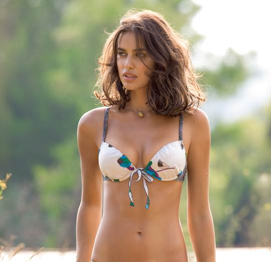 【外人】クリスティアーノ・ロナウド(Cristiano Ronaldo)のとんでもなく美人な恋人イリーナ・シェイク(Irina Shayk)の巨乳おっぱいポルノ画像 8111