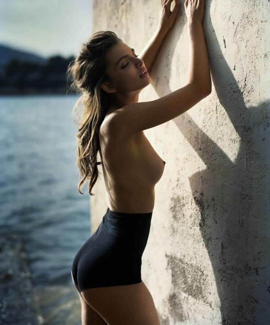 【外人】ドイツ出身モデルのカローラ・レーマー(Carola Remer)が魅惑のボディーを見せつけるセミヌードポルノ画像 8126