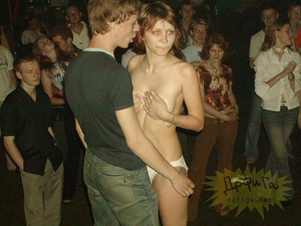 【外人】クラブでアゲアゲになり過ぎて裸になっちゃうウクライナの素人女子たちのポルノ画像 8127