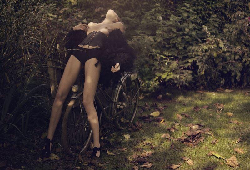【外人】ベルギー人モデルEliza Sysが魅惑的な芸術的ヌードを披露するポルノ画像 813