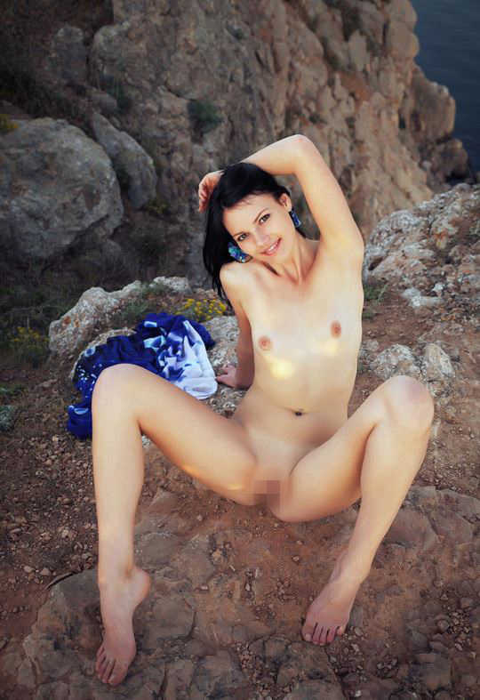【外人】黒髪で超絶かわいいウクライナ人Desireeのおまんこ青姦したくなるポルノ画像 8147