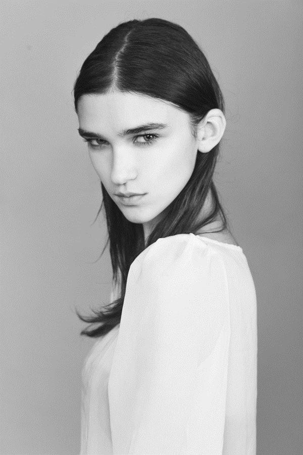 【外人】鋭い眼光に惹き込まれるポーランド人モデルのポーラ・バルチンスカ(Paula Bulczynska)のセクシー巨乳おっぱいポルノ画像 815