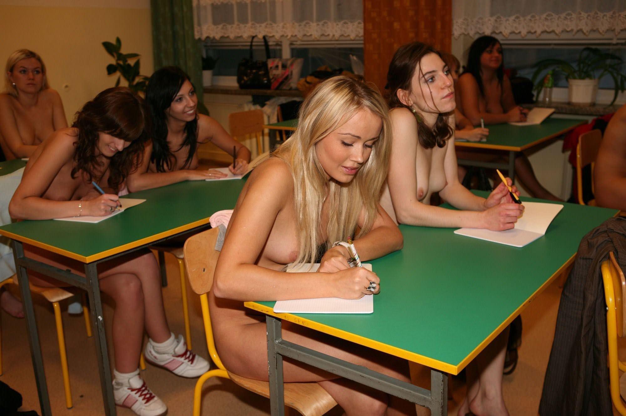 【外人】素っ裸のオールヌードで授業を受けるクラスのおふざけポルノ画像 8239