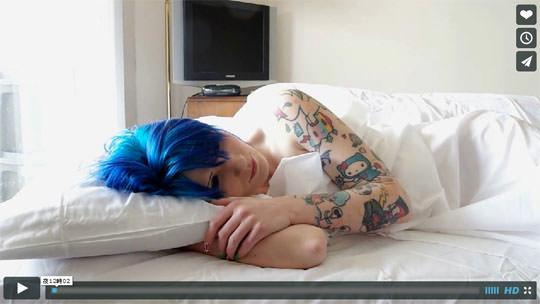 【外人】二次元キャラにマジで恋をするスコットランドのレズ美女の抱き枕オナニーポルノ画像 824