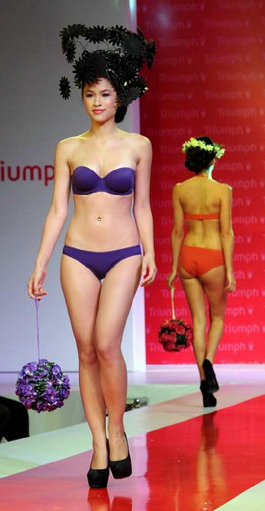 【外人】インド・ムンバイで開催されたトリンプ(Triumph)のファッションショーの下着美女ポルノ画像 832