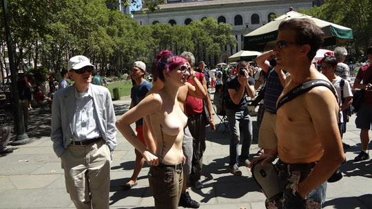 【外人】ヴェネツィアビーチで開催されたトップレスデーで3年分の素人おっぱい見放題のポルノ画像 833