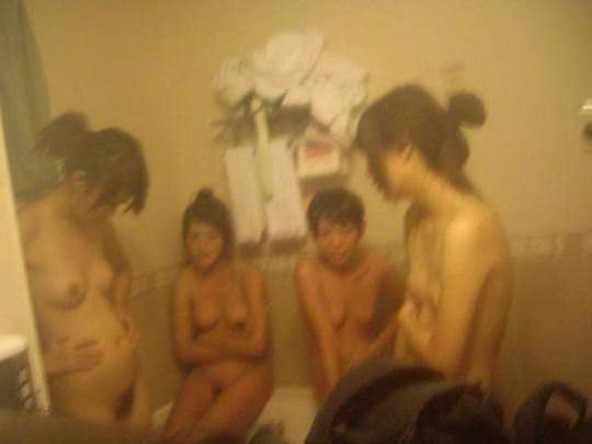 【外人】韓国の激カワ美少女がホテルではしゃぐ全裸ヌードのポルノ画像 858
