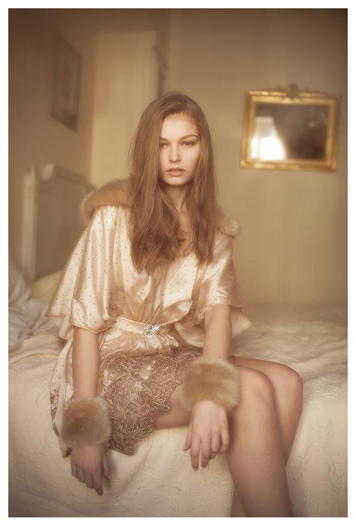 【外人】女性写真家ヴィヴィアン・モクが映し出す芸術的なセミヌードポルノ画像 865