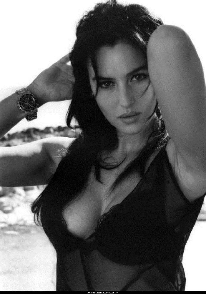 【外人】イタリア人女優モニカ・ベルッチ(Monica Bellucci)の大胆おっぱい露出ポルノ画像 888