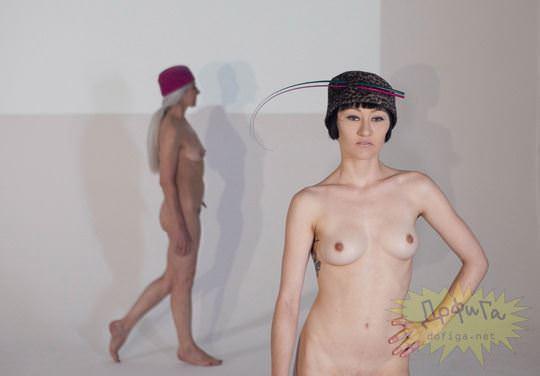 【外人】全裸に帽子だけの人妻モデルのファッションショーのポルノ画像 9109