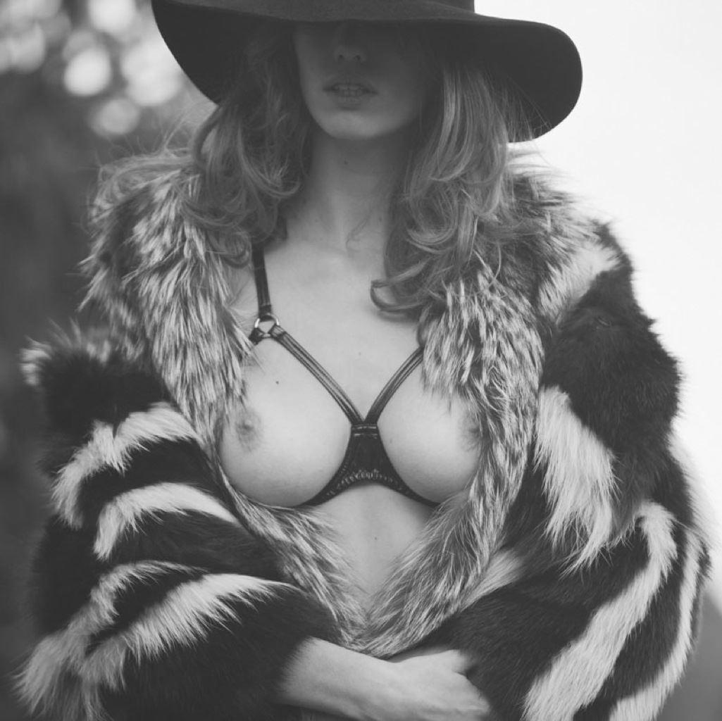【外人】ベルギー人モデルEliza Sysが魅惑的な芸術的ヌードを披露するポルノ画像 913