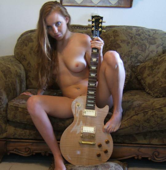 【外人】趣味が講じてセルフヌード写真を撮るロシア人美少女のポルノ画像 9139