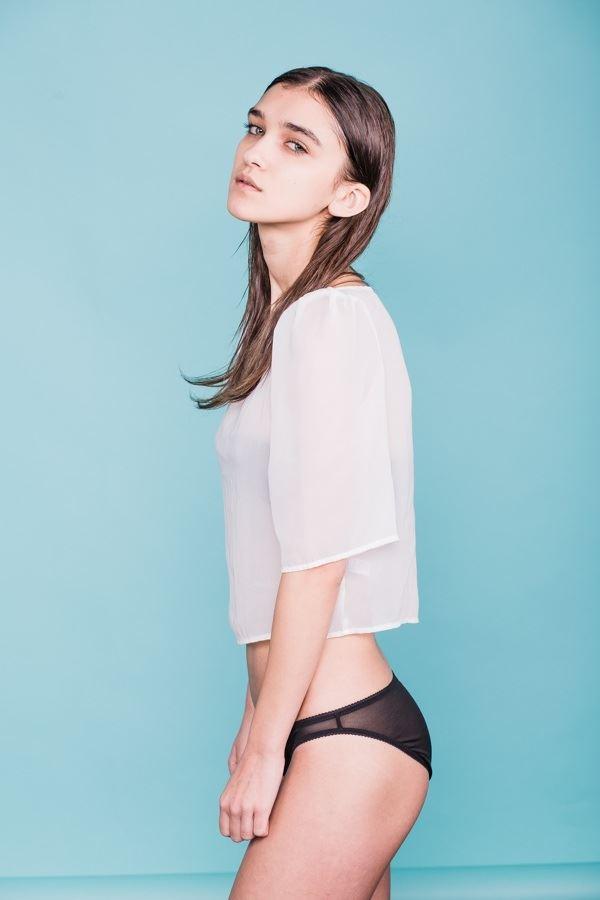 【外人】鋭い眼光に惹き込まれるポーランド人モデルのポーラ・バルチンスカ(Paula Bulczynska)のセクシー巨乳おっぱいポルノ画像 914