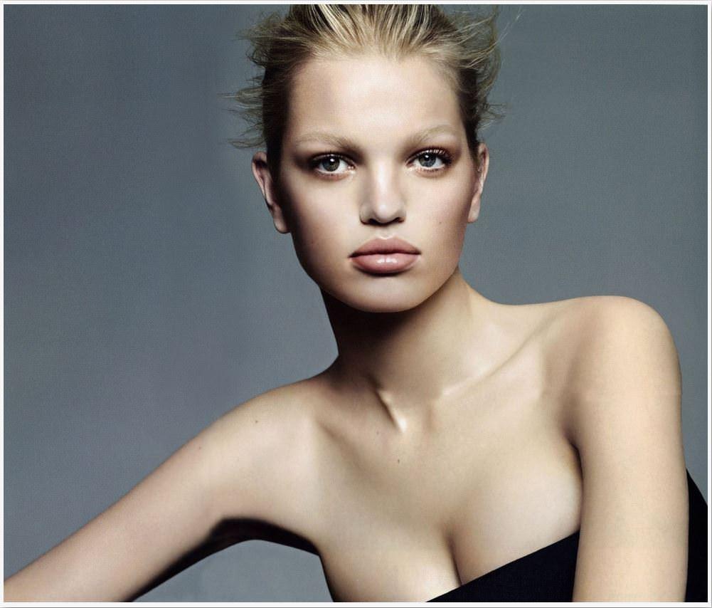 【外人】オランダ人の金髪モデルのダフネ(Daphne Groeneveld)が童顔で魅了するポルノ画像 9146