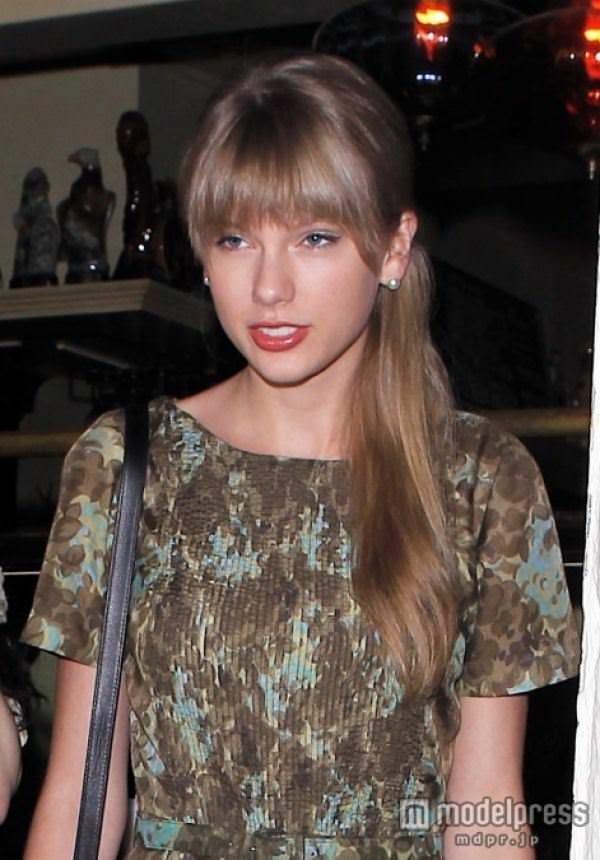 【外人】テイラー·スウィフト(Taylor Swift)のおっぱい丸出し流出の自画撮りポルノ画像 9201