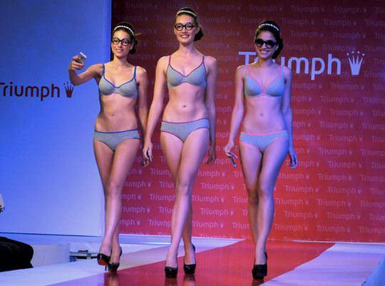 【外人】インド・ムンバイで開催されたトリンプ(Triumph)のファッションショーの下着美女ポルノ画像 929