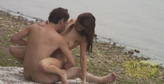 【外人】素人カップルが自然の中で青姦セクロスしてる盗撮ポルノ画像 959
