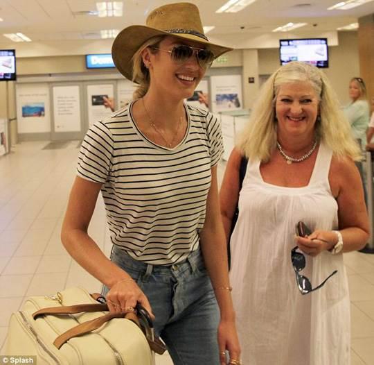 【外人】南アフリカ出身のキャンディス・スワンポール(Candice Swanepoel)がブロンドヘアーをなびかせるセクシーポルノ画像 972
