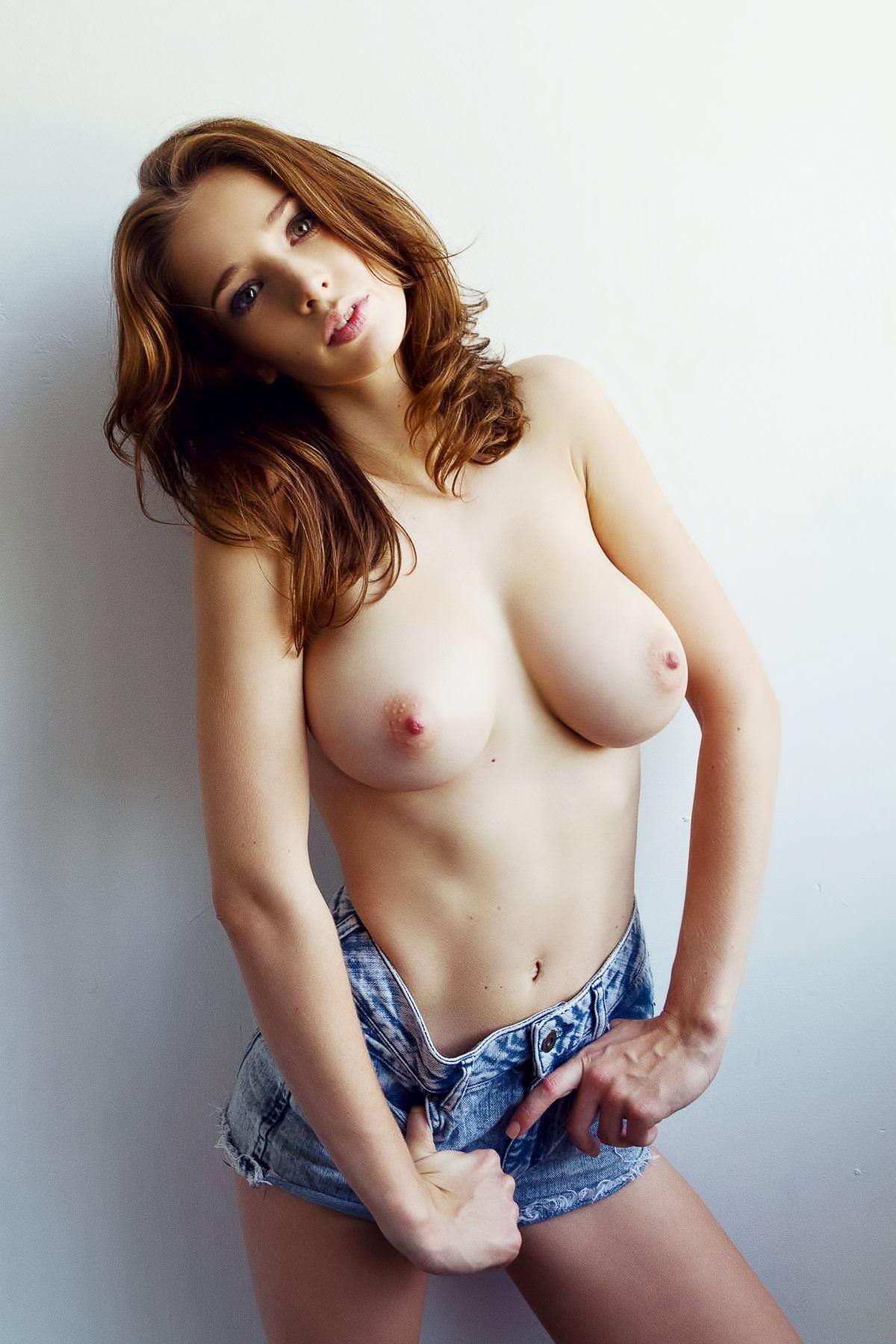 【外人】激カワすぎるイギリス人モデルエミリー・ショウ(Emily Shaw)の超ド級美巨乳おっぱいポルノ画像 977