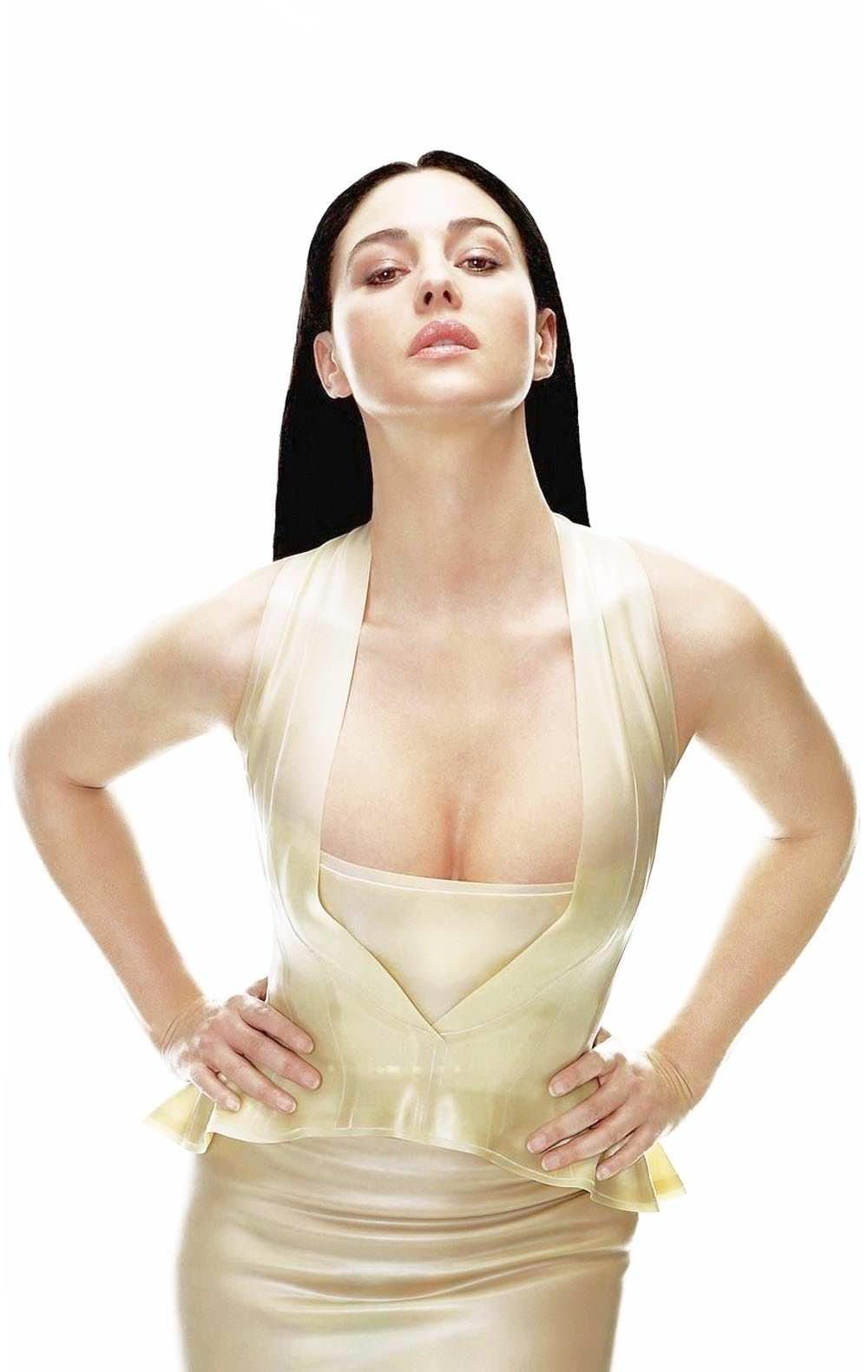 【外人】イタリア人女優モニカ・ベルッチ(Monica Bellucci)の大胆おっぱい露出ポルノ画像 985