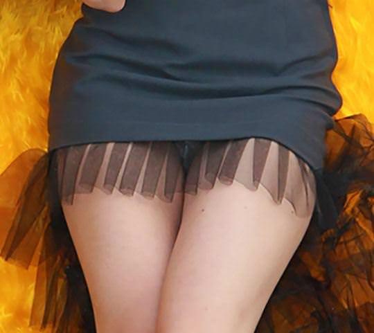 【外人】ロシア西部の警察がミニスカポリスのコスプレ婦警になってエロ過ぎるポルノ画像 111