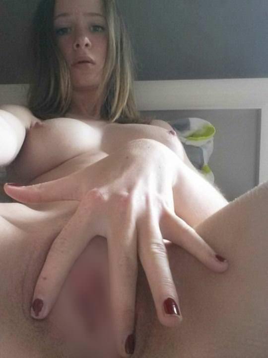 【外人】余裕でSNSに自画撮りヌードをアップしまくる素人娘のポルノ画像 182
