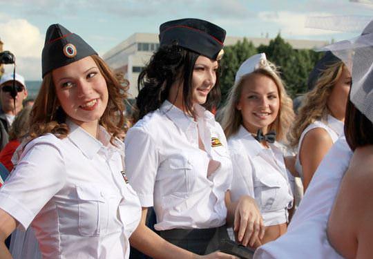 【外人】ロシア西部の警察がミニスカポリスのコスプレ婦警になってエロ過ぎるポルノ画像 201
