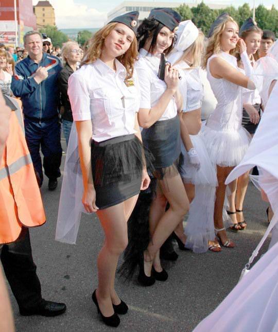 【外人】ロシア西部の警察がミニスカポリスのコスプレ婦警になってエロ過ぎるポルノ画像 211