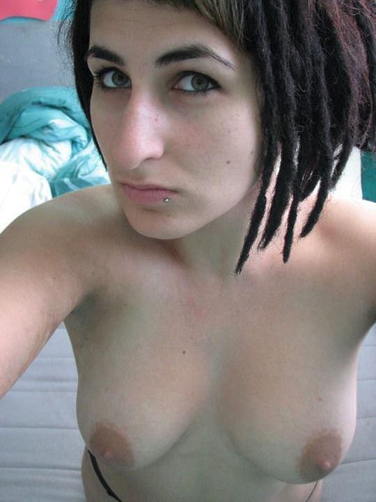 【外人】余裕でSNSに自画撮りヌードをアップしまくる素人娘のポルノ画像 312