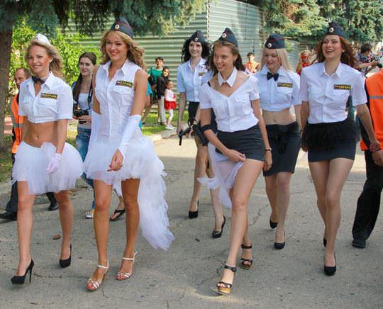 【外人】ロシア西部の警察がミニスカポリスのコスプレ婦警になってエロ過ぎるポルノ画像 61