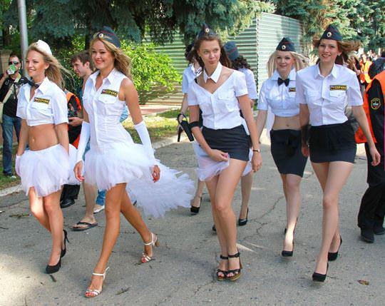 【外人】ロシア西部の警察がミニスカポリスのコスプレ婦警になってエロ過ぎるポルノ画像 71