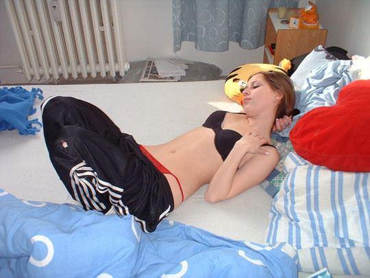 【外人】ロシアの思春期のラブラブカップルがエッチしてるポルノ画像 1033