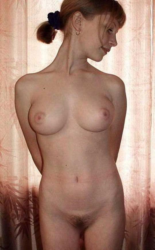 【外人】清純そうな顔立ちのロシアン10代美少女のおっぱい自画撮りポルノ画像 1042