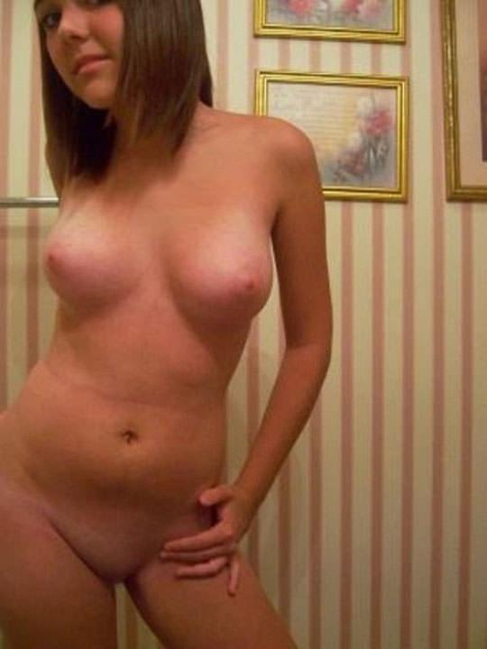 【外人】海外白人巨乳ギャルたちが自慢の身体を自画撮りしたポルノ画像 1051